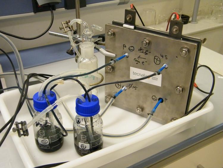 Nueva batería de flujo con almacenamiento seguro y económico