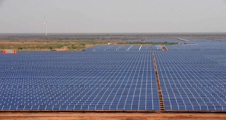 Plantas solares fotovoltaicas que por su capacidad de generación se encuentran entre las 10 mayores del mundo